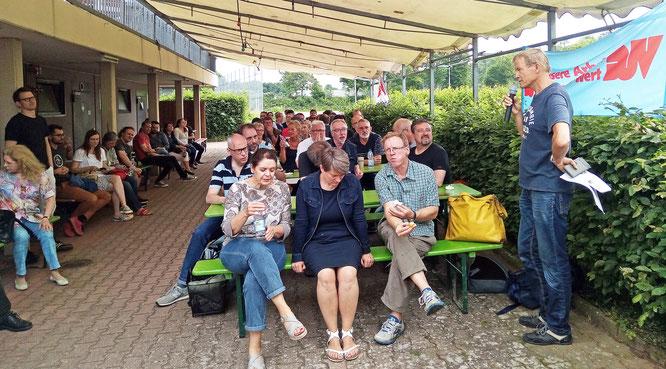 Im Stuttgarter Streiklokal versammelten sich rund 120 Journalisten. Foto: Christoph Holbein