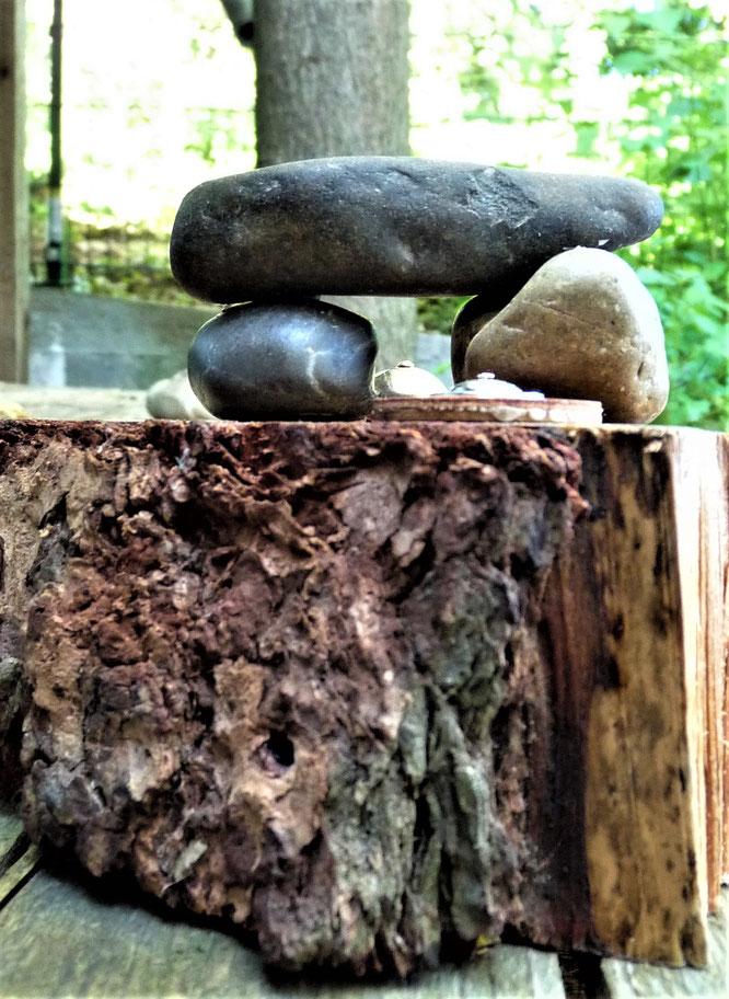 Sakren oder Sakras werden oft auch genutzt wie einst bei den Römern  das sogenannte Lararium, der Hausaltar. Foto HGW