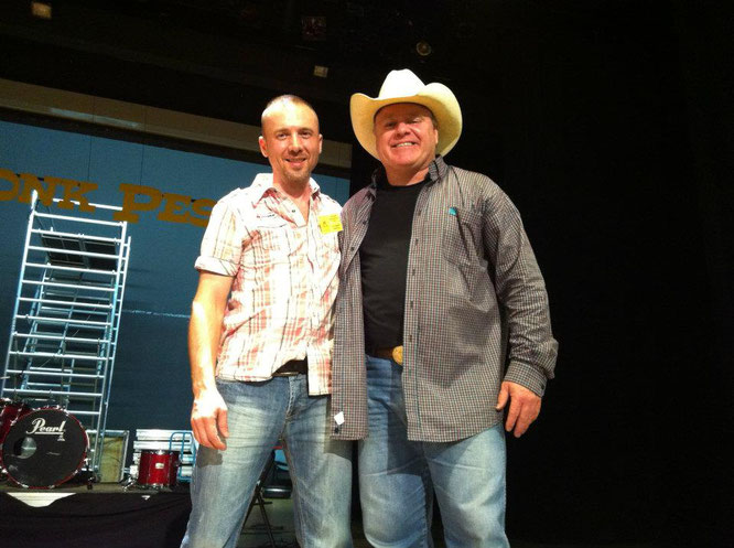 Phil G.Smith avec le chanteur Doug ADKINS