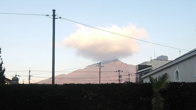 飯田の山、権現山(風越山)も帽子をかぶってお正月のお洒落です??