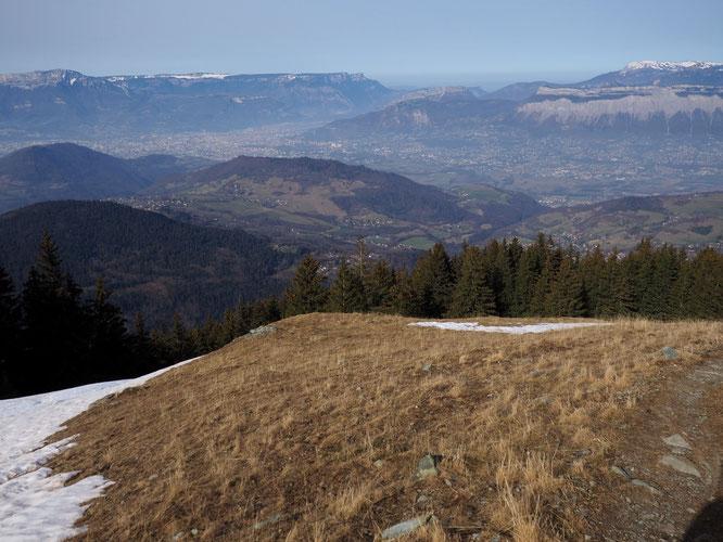 Le sentier qui méne à la cabane du berger à 1750m sur le Grand Colon est en grande partie déneigé et praticable à pied.