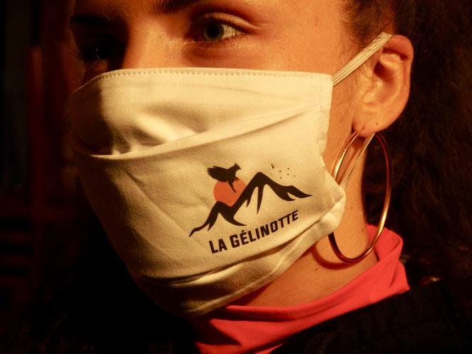 La Gélinotte vit dans la montagne. Elle est représentée sur le tout nouveau logo de la Gélinotte de Freydières ! Et toute l'équipe le porte !