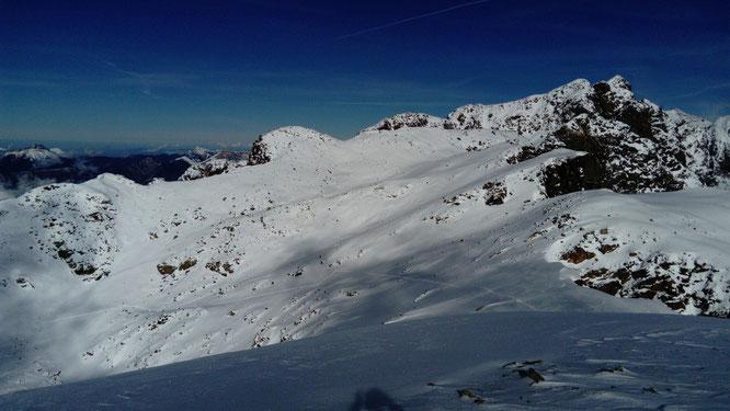 Premières tentatives de trace en Belledonne ce weekend. C'est encore un peu juste... Ici vers 2200m. Photo Moms (Skitour) Merci.
