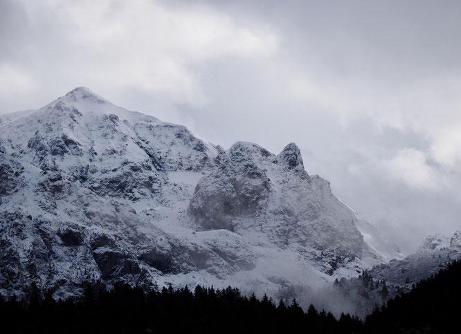 L'antécime de la Grande Lance de Domène (2600m) vue depuis Freydières ce matin. Un petit air d'hiver...