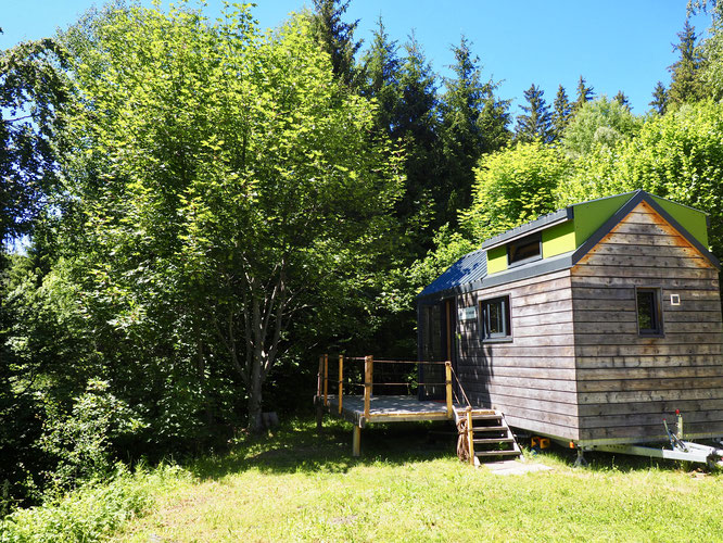 Pour les deux mois d'été notre Tiny House est disponible à la location ainsi que notre gîte de montagne de Freydières. Cliquer sur la photo pour accéder aux informations mises à jour.