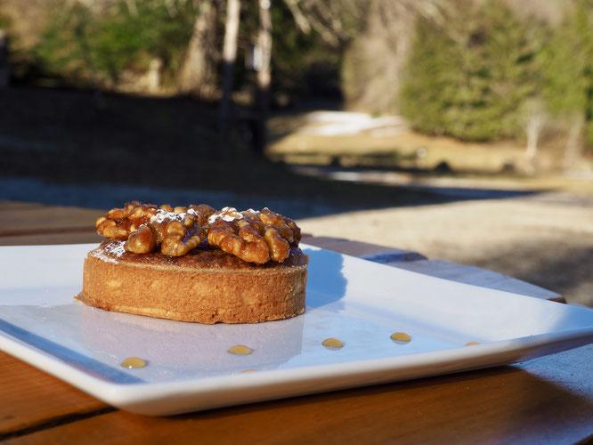 La Gélinotte ce weekend, les tartelettes aux noix de Grenoble (tout bio) devraient ne pas résister longtemps. Merci Tim, notre cuisinier et patissier !