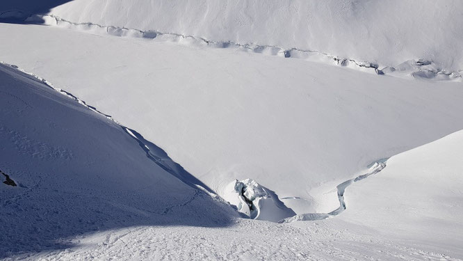 A 2000m, juste au dessus de Freydières, le magnifique lac du Crozet actuellement tout en neige. Photo Alainlo. Merci