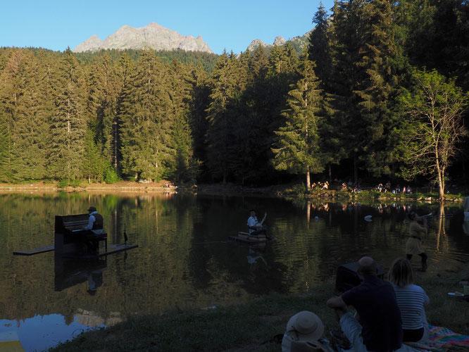 Merci à toute l'équipe de Piano du Lac. Hier soir devant 350 participants un grand moment de musique en pleine nature, au pied de la Grande Lance de Domène (2800m). Merci !