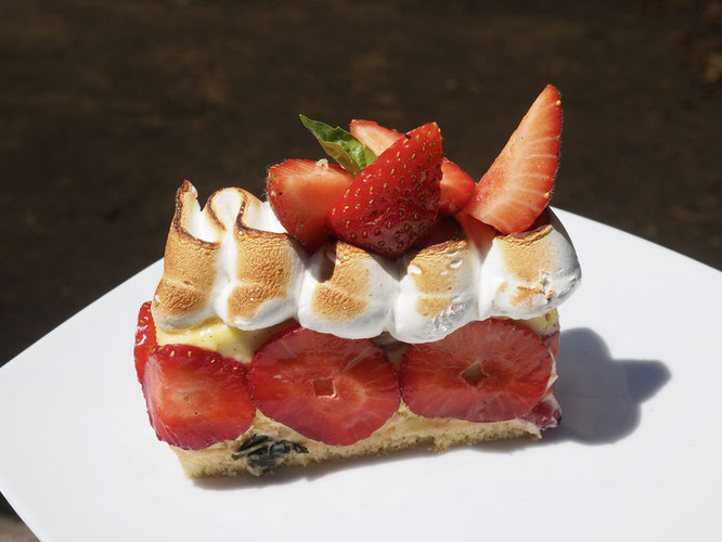Les fraises sont de Chez Florian maraîcher Bio de Revel. Le fraisier réalisé à la Gélinotte est disponible tout ce weekend à emporter !