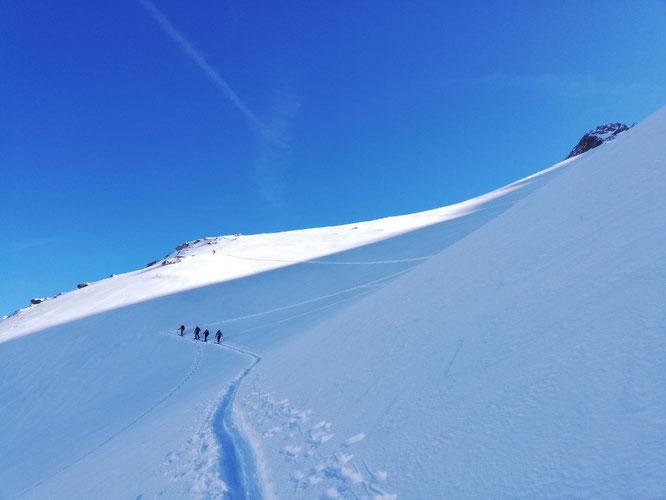 Un peu de poudreuse en Belledonne, c'était hier matin. Une denrée rare... Merci Philippe pour la photo sur skitour.