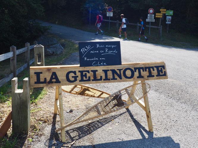 """Merci Tibo et Kolia pour ce nouveau panneau """"Gélinotte"""", installé hier matin. Avec l'ardoise du jour !"""