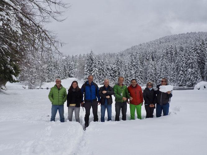 Réunion de Mountain Wilderness à la Gélinotte : Bernard (MW International), Sina (Présidente MW Suisse), Santi (Président Catalogne) Mathias (Allemagne), Frédi (Président MW France) Jordi (président MW International), Suzanna et Franco (Président Italie).