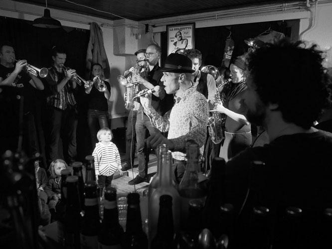 A la Gélinotte ce weekend, plus de sept de concert des fanfares des Balkans, une nuit de folie  (à tout age ou presque). Merci à tous !