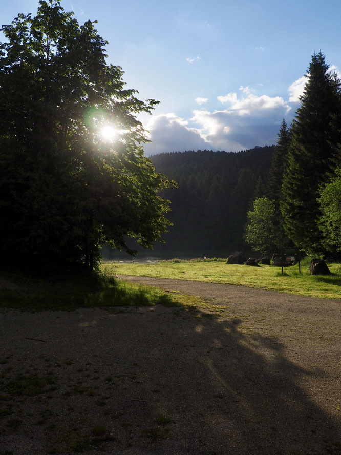 7H30 ce vendredi, premier soleil du matin sur le lac de Freydières. Bienvenue en Belledonne !