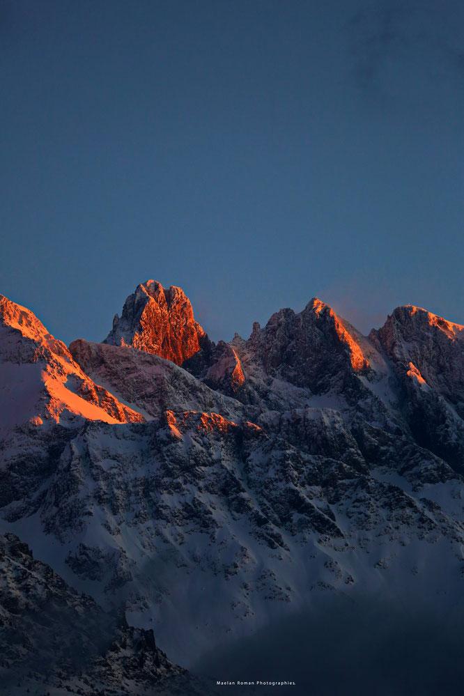 Juste au dessus de Freydières, les montagnes de Belledonne. Photo prise hier soir, grand merci à Maelan Manovello Roman !