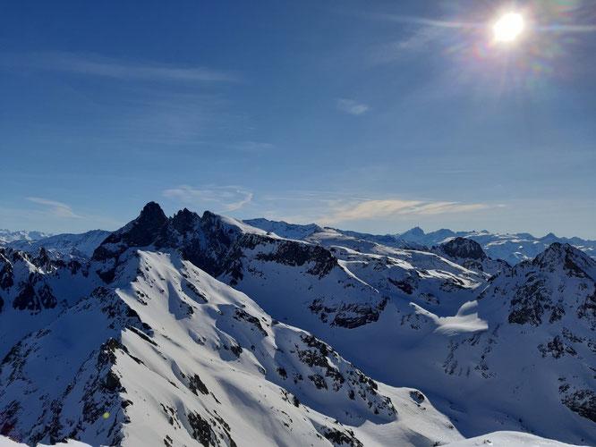 Le Grand Pic de Belledonne (2977m) vu depuis le sommet de la Grande Lance de Domène (2800m). Photo prise ce lundi. Merci Rafale 38 skitour.