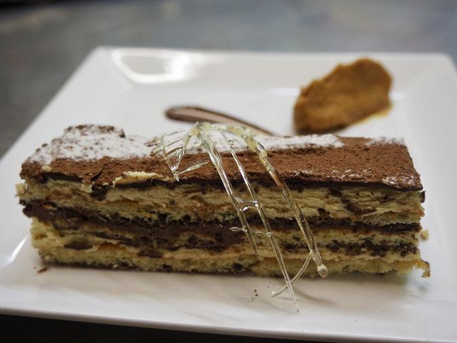 """""""L'Opéra"""" de Tim à la Gélinotte... peut-être il en restera encore cet après midi. Mais ce n'est pas garanti ! Il y a plusieurs autres desserts entiérement """"fait maison"""" et Bio !"""