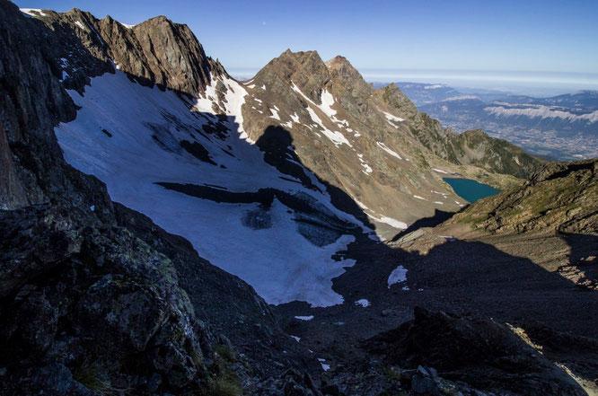 Le reste du galcier de Freydane, le lac Blanc et la vallée de Grenoble. Photo de la semaine dernière avant le dernier épisode de canicule. Merci Juro Chumond.