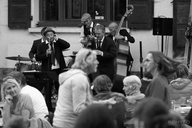 """Ca a """"swingué"""" à Freydières. C'était jeudi avec le Harlem Rhythm Band devant la Gélinotte. Merci Komyfo Studio !"""