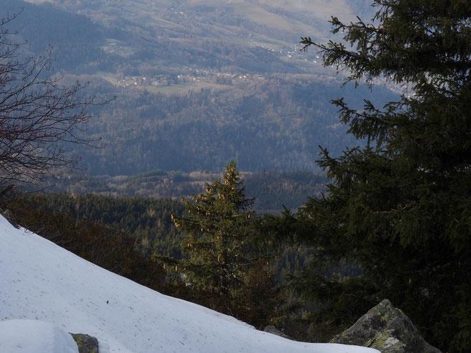 """Vue depuis 1800m sur l'arête du Rocher Mottin au Grand Colon. Les conditions de la neige font penser au printemps. Seuls les rayons de soleil sont un peu trop inclinés pour un mois """"d'avril"""" ! Photo prise le 4 janvier."""