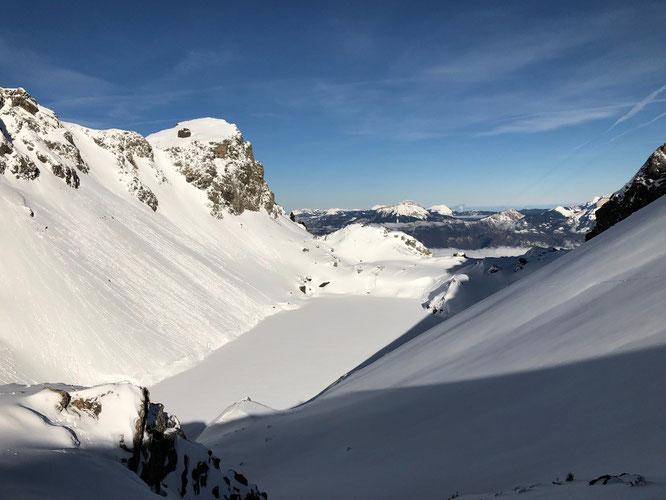 Cette semaine, le Lac du Crozet à 2000m, juste au dessus de Freydières. De bonnes conditions pour le ski en altitude !