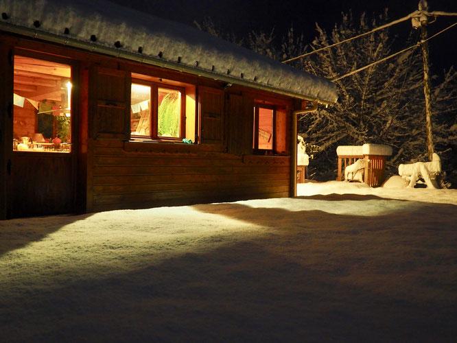 Ce matin au réveil avec 30cm de neige suur le hameau de Freydières ! Top !