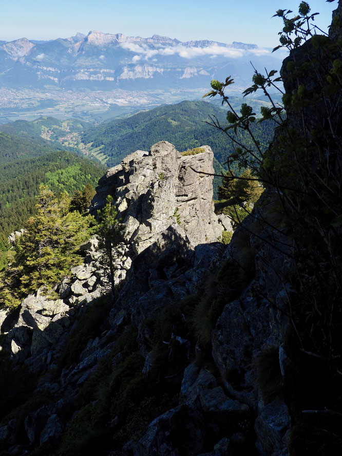 Hier matin c'était un retour sur l'itinéraire de la Crète du Rocher Mottin jusqu'au Grand Colon (2400m). Un parcours sauvage, par moment bien rocheux, non balisé et magnifique.
