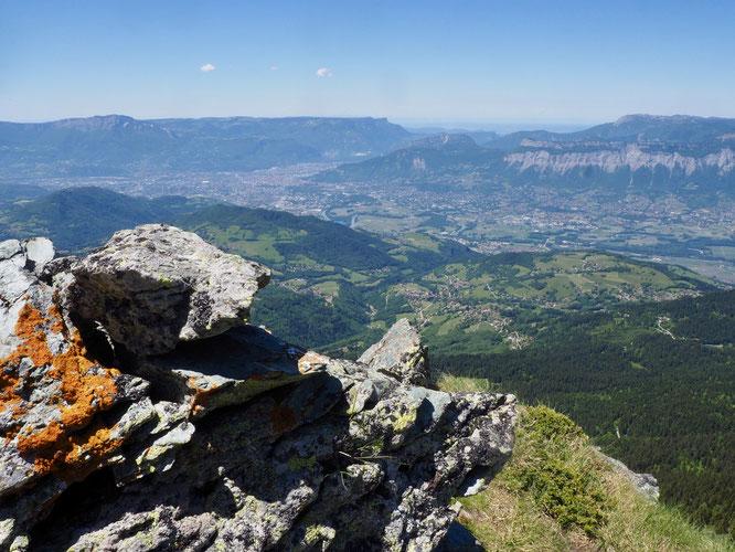 2000m au dessus de Grenoble en redescendant la Crète du Rocher Mottin depuis le Grand Colon. On aperçoit Freydières, à droite dans la forêt. C'était avant hier. Voir le billet ci-dessus.