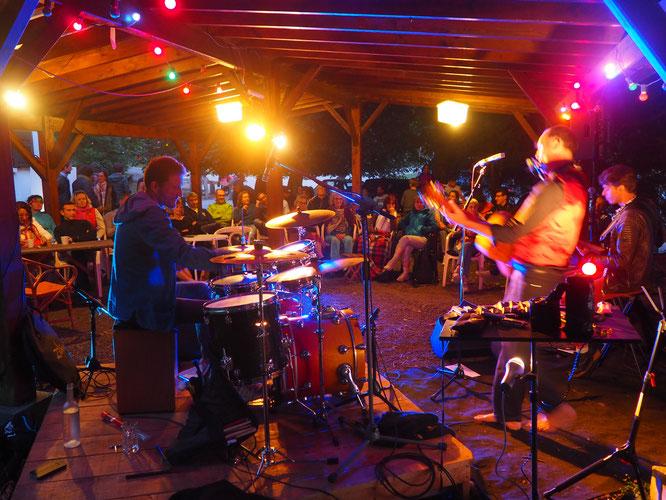 Vendredi soir durant le concert Blues de Iano. C'était sous la tonnelle de la Gélinotte. Merci !