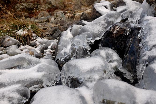 Automne et hiver mélés. En Belledonne, hier, sous le lac du Crozet, vers 1850m.