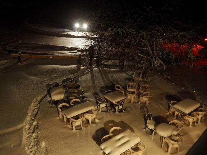 Hier soir à Freydières. La neige arrive (pour de vrai). Une belle première pour cette saison. Allez encore une chute conséquente et ça va commencer à être bon !