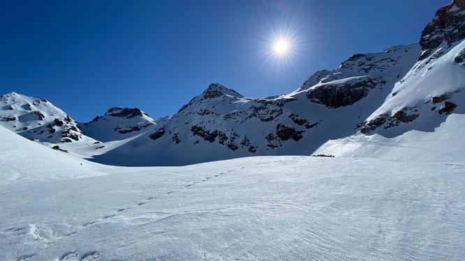 Les grands espaces d'altitudes en Belledonne... Merci Nifo pour la photo prise heir en direction d ela Croix de Belledonne.