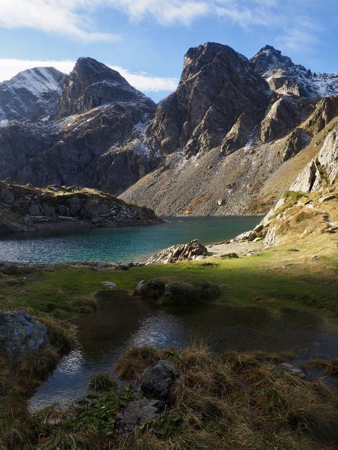 Pourtant, on les connait ces montagnes de Belledonne. Un matin d'automne en passant au lac du Crozet c'était de nouveau l'émerveillement... La beauté de la nature. Simplement, elle fait beaucoup de bien (Photo Frédi Meignan)
