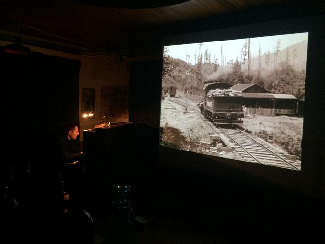 """1927 : """"Le Mécano de la Général"""" de Buster Keaton. Hier soir nous sommes nombreux à l'avoir redécouvert, avec l'accompagnement au piano et les compositions de Jean-Philippe Isoletta. Un grand moment ciné concert à la Gélinotte !"""