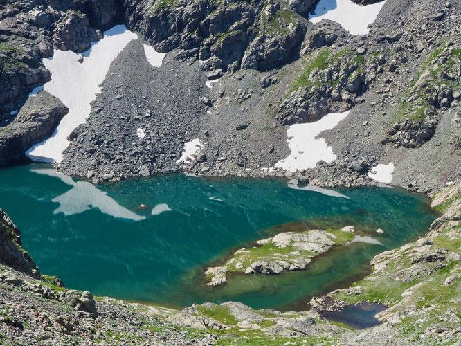 Nous le disons souvent les nombreux Lacs de Belledonne sont magnifiques. Mardi lors d'une montée à la Grande Lance de Domène l'eau très clair du lac du Petit Doménon situé à 2400m m'a presque donné envie...