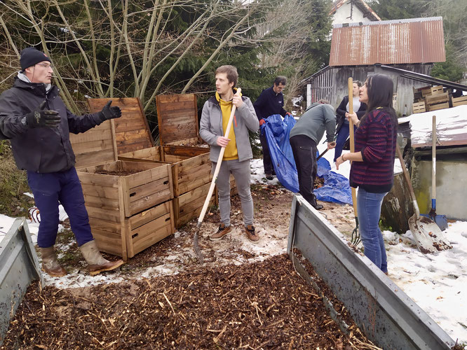 A la Gélinotte, première séance de suivi du compostage avec les techniciens de la Com Com du Grésivaudan. Merci à eux. Voir le billet ci-dessus.