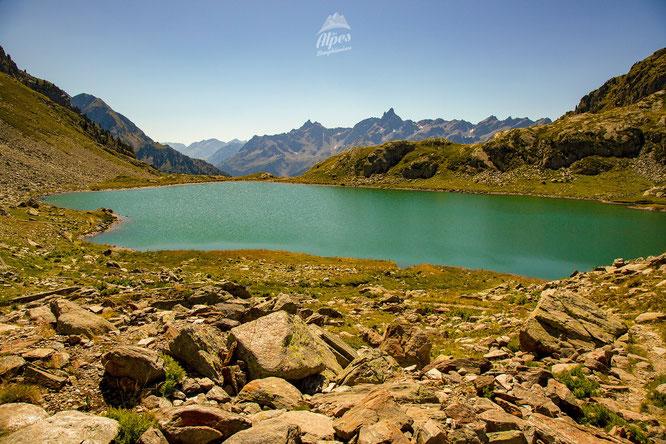 """Il y a près de 100 lacs en Belledonne. Ici le lac de la Sagne à 2060m d'altitude. Photo """"Alpes Dauphinoise"""". Merci."""