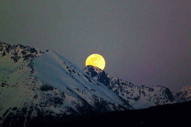 Hier soir c'était pleine lune. Magnifique en Belledonne. Merci Patricia Alliou pour cette photo !