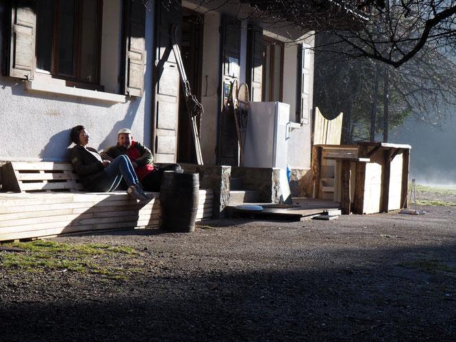 Ce matin, le nouveau bar extérieur de la Gélinotte en bois de Belledonne (en cour de finalisation)