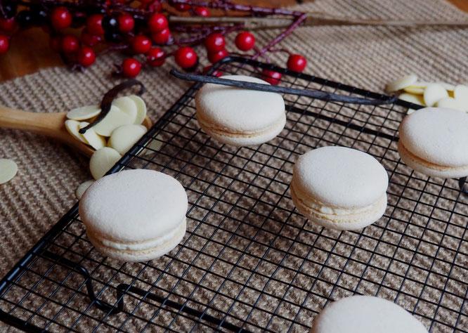Macarons d'hiver réalisés hier à la Gélinotte par Leila, en apprentissage sous le regard attentif de Tim notre patissier maison.