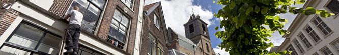Dakdekker en loodgieter voor het vervangen van dakgoot of dakbedekking in Leiden.