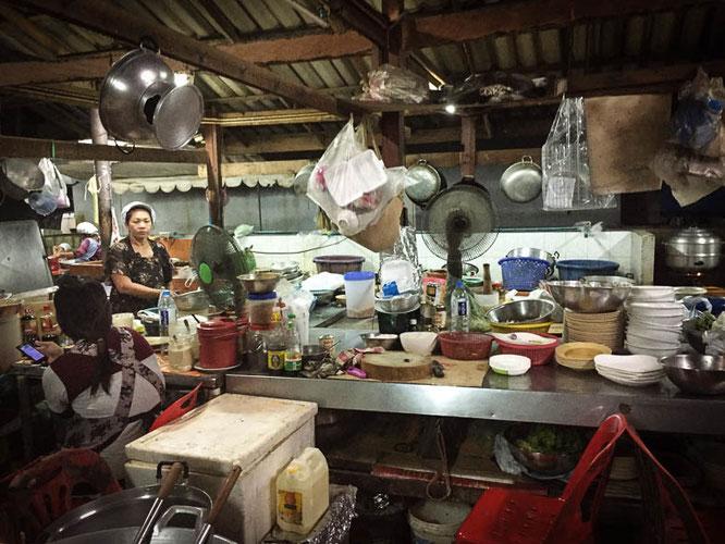 Küche im Seafodd Restaurant Sujinda