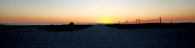 Anreisetag! Schnell nochmal vergewissert: Einmal über die Straße stolpern und du stehst am Strand!
