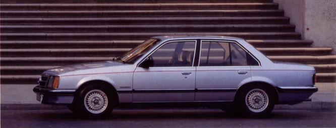 Commodore Berlina. Zweischicht-Metallic-Lackierung und Leichtmetallfelgen sind Sonderausstattung.