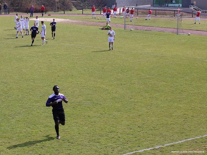 Ball im Netz - Torwart chancenlos: Mustapha Sanyang jubelt nach dem 1:2