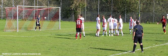 Nur noch dem Ball hinterherschauen ... das 0:4 in Ohrnberg