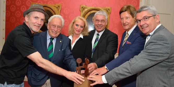 Mit einer großzügigen Spende in Höhe von 5000 Euro (Clubspende sowie zwölf Einzelspenden) ermöglicht der Rotary Club Bergisch Gladbach die Anfertigung der Skulptur Jáchad -Zusammen- als Geschenk an die israelische Partnerstadt Ganey Tikva.