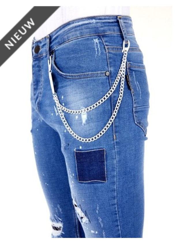 De tips om ripped jeans niet uit te laten scheuren