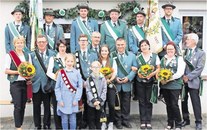 Die neuen Würdenträger des Schützenvereins Weißenmoor. Foto: privat