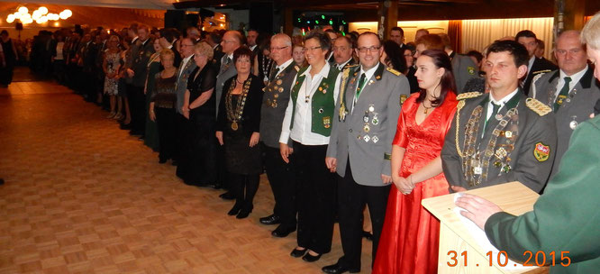 Einmarsch der Majestäten, 125 Würdenträger wurden mit Ihrer Begleitung begrüßt.